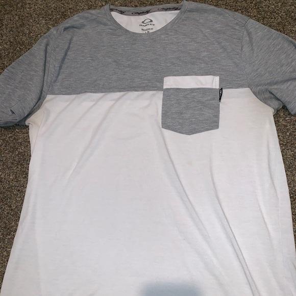 Other - Men's Oakley Shirt